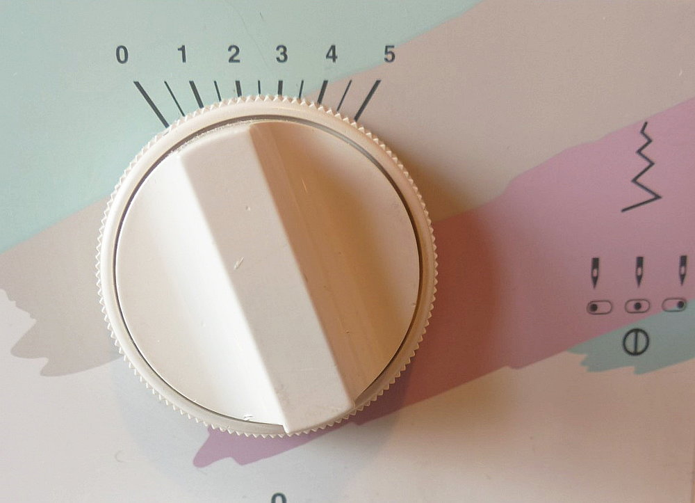 Concealed zip method using a standard zipper foot