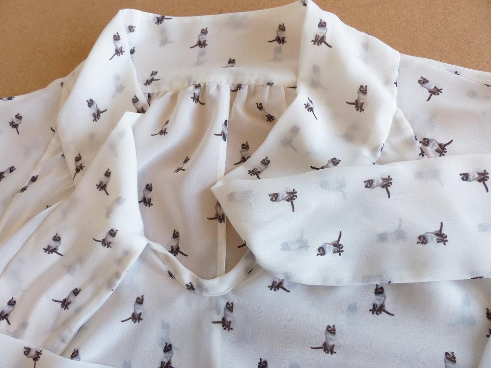 Georgette pussy bow blouse Simplicity 2406. Necktie detail.