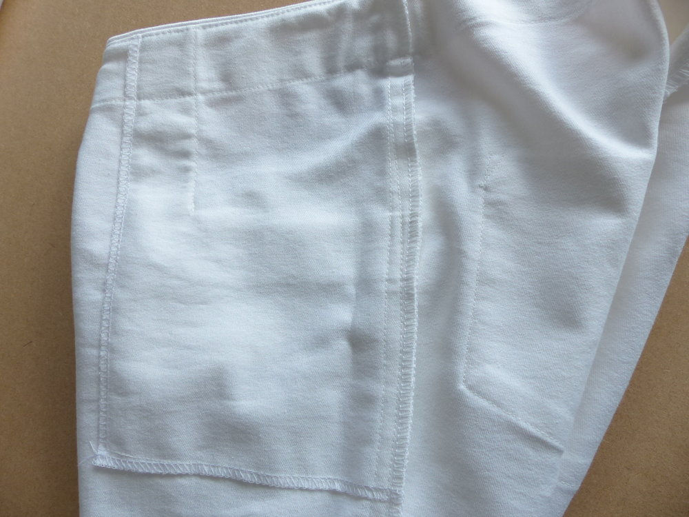 Jeans with a bulk-free pocket method. Pocket bag on the inside