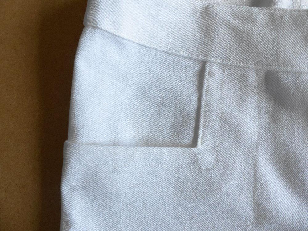 .Jeans with a bulk-free pocket method. Finished pocket