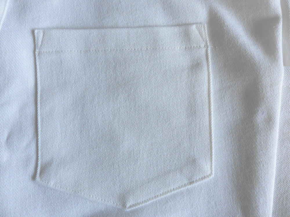 Jeans with a bulk-free pocket method. Back pocket