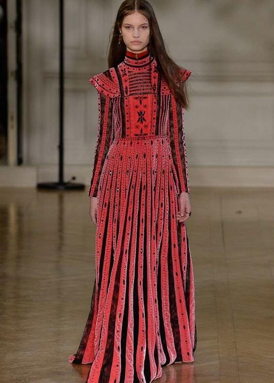 Valentino: Victorian style neckline, textured velvet.