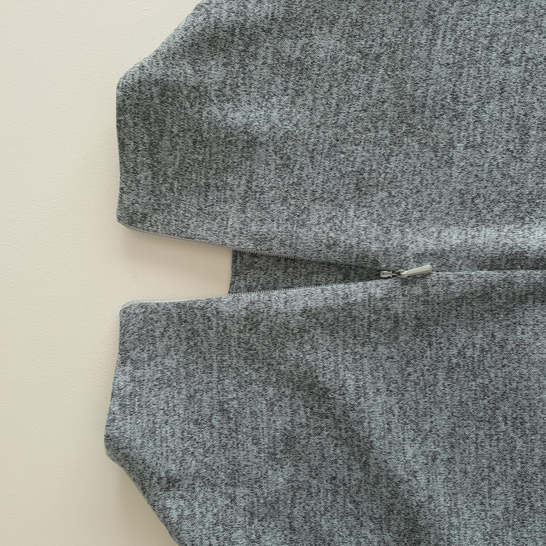 Back neck zip detail