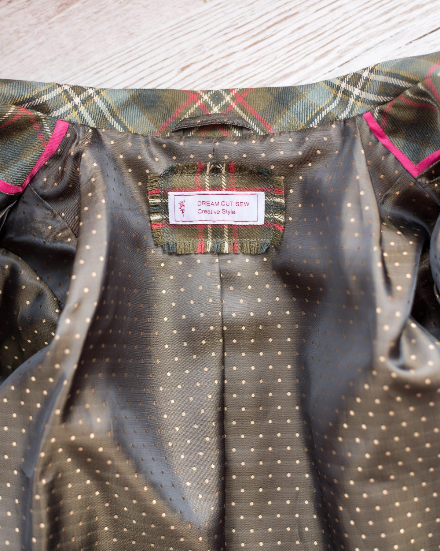 Label detail. Tailored jacket